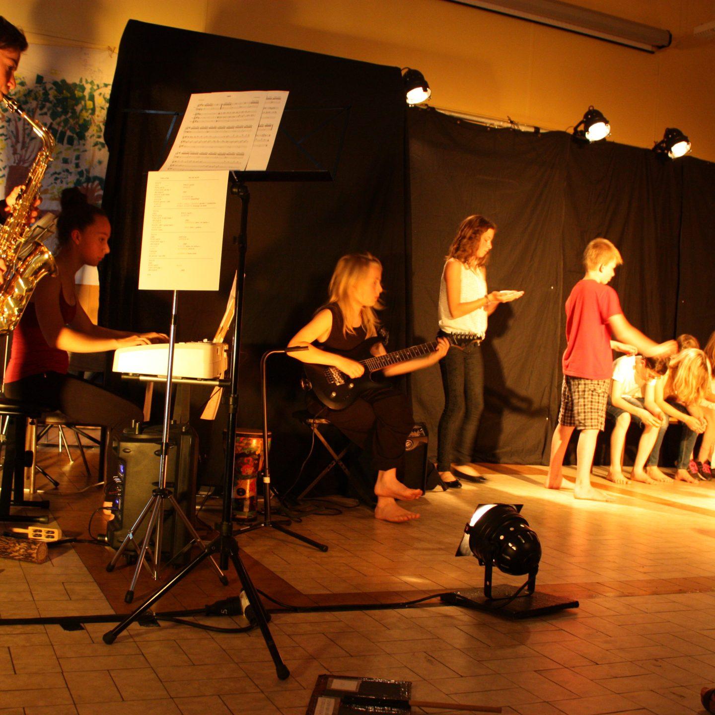Stage «Arts plastiques, musique et théâtre»